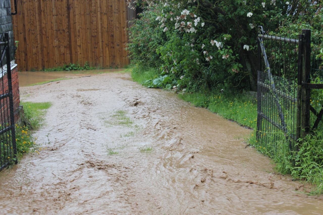 L'eau dévalle après l'orage