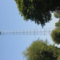 Antenne réseau mobile en cours d'installation 04-2020